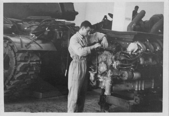 Orlando-Di-Martino-riparazione-motore-di-carro-armato